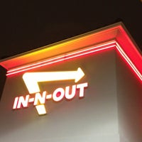 Das Foto wurde bei In-N-Out Burger von Dion H. am 3/24/2013 aufgenommen