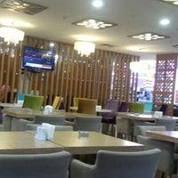 10/16/2012 tarihinde Cavusziyaretçi tarafından Ada Cafe Family Mall'de çekilen fotoğraf