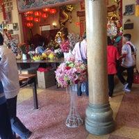 Photo taken at ศาลเจ้าแม่ทับทิม by 🅱🅱 on 1/28/2017