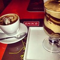 Foto tirada no(a) Amika Coffeehouse por Lorena P. em 4/7/2013