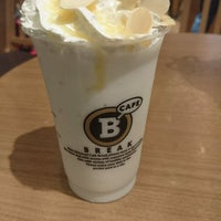 Photo taken at Cafe BREAK ホワイティ梅田店 by うどんあ U. on 8/21/2016