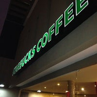 Photo taken at Starbucks by Nelson S. on 12/21/2012