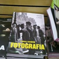 Foto tirada no(a) Saraiva Mega Store por Quenani L. em 4/19/2013