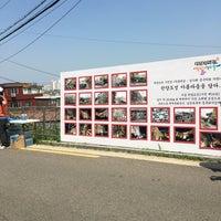 Photo taken at 다산성곽길 by 정효 on 5/22/2016