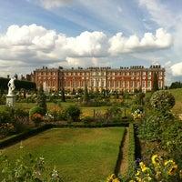 7/27/2013 tarihinde Roberta B.ziyaretçi tarafından Hampton Court Palace'de çekilen fotoğraf