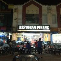 Photo taken at Restoran Pinang by Inchek F. on 3/4/2013