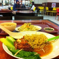 Photo taken at Restoran Kapitan Nasi Ayam by Joe J. on 1/24/2014