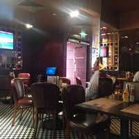 Photo taken at Frankie's Sports Bar & Diner by Nova B. on 6/14/2017