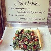 Foto tirada no(a) Rizzo's Fine Pizza por Robert B. em 3/22/2014