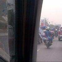 Photo taken at Jl Pantura Perbatasan Subang_Karawang by Wiwie Kusworo N. on 8/5/2013