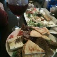 Foto scattata a Santorini Cafe da Karlita G. il 4/11/2013