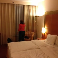 Photo taken at Sheraton Düsseldorf Airport Hotel by Hubert A. on 12/8/2012