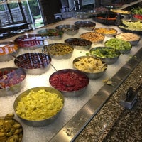 Photo taken at Snappy Salads by Sarah Z. on 8/24/2017