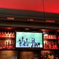 Das Foto wurde bei O-Feuer Bar von joe m. am 4/17/2014 aufgenommen