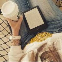 Foto tirada no(a) Starbucks por Camila L. em 10/9/2015