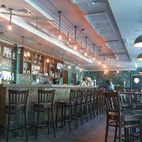 Foto diambil di OneMore Pub oleh Ivan N. pada 6/12/2013
