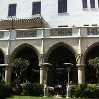 Photo taken at Chateau Marmont Restaurant Patio by MsAnthea on 5/30/2011