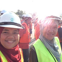 Photo taken at Works of Road P7G by Maro O. on 3/5/2015