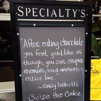 Photo prise au Specialty's Café & Bakery par Adam C. le10/12/2012