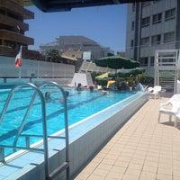 Photo taken at Pool of Hotel Metropolitan by Omer L. on 6/25/2014