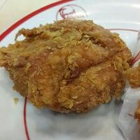 Photo taken at KFC by Vaήs 😉 L. on 1/17/2016