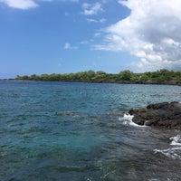 Photo taken at Hōnaunau Bay Puʻuhonua Pt. by Navin R. on 9/25/2017