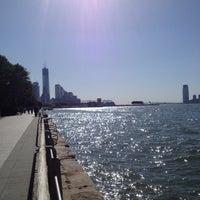Foto tirada no(a) Hudson River Running Path por Emily G. em 10/20/2012