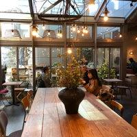 12/25/2017 tarihinde Skywalkerstyleziyaretçi tarafından Muromachi cafe 3+5 - 室町カフェはち'de çekilen fotoğraf