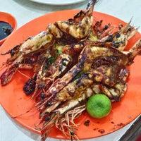 Photo taken at Seafood 212 Wiro Sableng by Ariel D. on 1/21/2017
