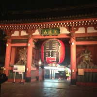 Photo taken at Kaminarimon Gate by おかはる on 3/28/2013
