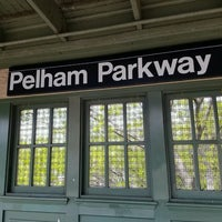 Photo taken at MTA Subway - Pelham Parkway (2/5) by JoyBella on 5/3/2017