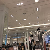 Photo taken at Forever 21 by Tanh Tanh on 2/23/2017