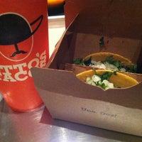 Foto scattata a Otto's Tacos da Truc N. il 11/4/2013