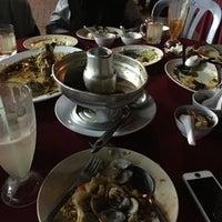 Снимок сделан в Restoran D' Coral Ikan Bakar Istimewa & Thai Seafood пользователем yad j. 8/27/2016
