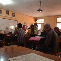 Photo taken at SMP Negeri 7 Bandung by Rahmat D. on 3/1/2014