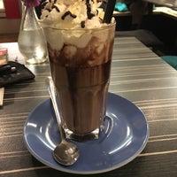 Das Foto wurde bei emma Café-Bar von Rebeka A. am 10/31/2016 aufgenommen