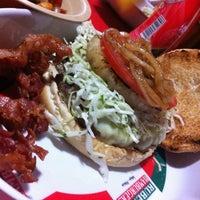 Das Foto wurde bei Ruben's Hamburgers von Daniel M. am 7/16/2013 aufgenommen
