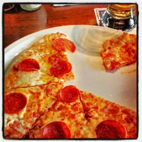 Photo taken at Uno Pizzeria & Grill - Baltimore by John W. on 12/15/2012