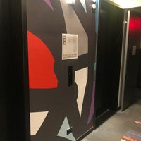 Das Foto wurde bei Pod Times Square von Yasaman M. am 8/20/2018 aufgenommen