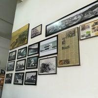 Photo taken at Kedai Kopi Yuit Cheong by Nana H. on 10/22/2017