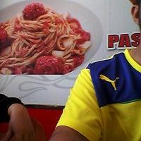 Photo taken at Pizza Hut Raub by MIsmail Zarir M. on 2/1/2014