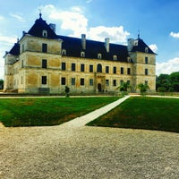 Photo taken at Chateau D'ancy Le Franc by Dishyou W. on 9/27/2015