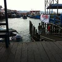 Photo taken at Pelabuhan speedboat kampung baru by Jonas L. on 8/18/2014