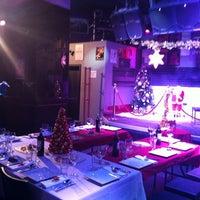 Foto tomada en Think Bar por Pili R. el 12/21/2012