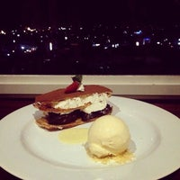 Foto tirada no(a) ON20 Bar & Dining Sky Lounge por Agung S. em 1/19/2015