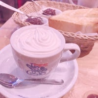 Photo taken at Komeda's Coffee by しおん on 2/11/2018