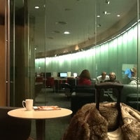 Photo taken at Maple Leaf Lounge | Salon feuille d'érable by Olivier H. on 11/3/2012