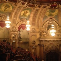 Foto tomada en The Chicago Theatre  por Masayo K. el 10/18/2012