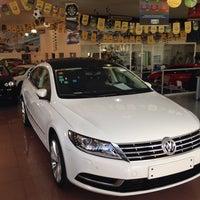Foto tirada no(a) Volkswagen Frankfurt por Carlos P. em 11/11/2013