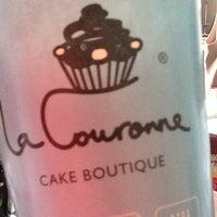 Photo taken at La Couronne Cake Boutique by Constanza C. on 11/11/2012